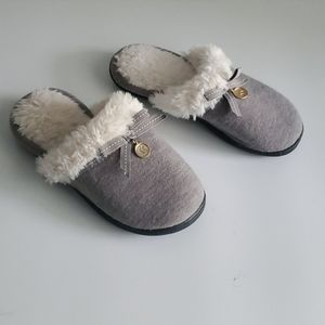 Isotonor slippers.